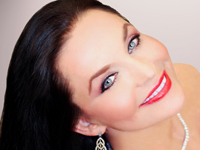 Book Crystal Gayle for your next corporate event, function, or private party.