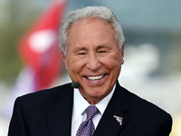 Book Lee Corso for your next corporate event, function, or private party.