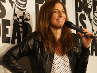 Book Chelsea Peretti for your next corporate event, function, or private party.