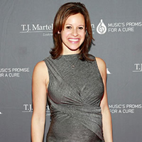 Book Jenna Wolfe for your next corporate event, function, or private party.