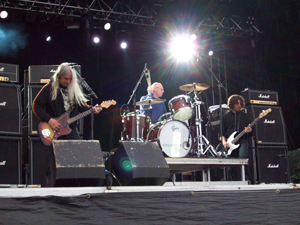 Book Dinosaur Jr. for your next corporate event, function, or private party.