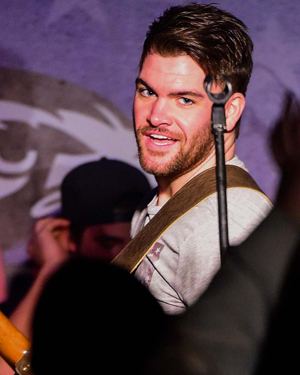 Book Dylan Scott for your next corporate event, function, or private party.