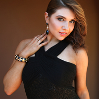 Book Jenna Johnson for your next corporate event, function, or private party.