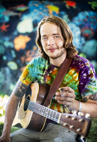 Book Billy Strings for your next corporate event, function, or private party.